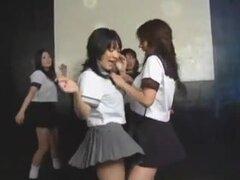 Grupo de Daiya Japón colegialas sexy gogo striptease baile, un clásico también para los amantes de las niñas de uniforme de colegiala japonesa.