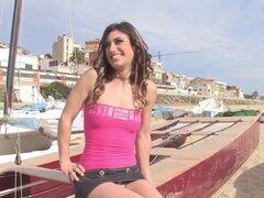 Amateur latina mamando