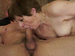 Abuela lasciva Piros obtiene su arranque golpeado y lleno de esperma