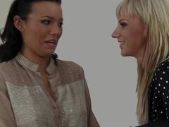 Bizarre lesbianas orinando