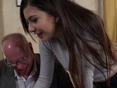 Adolescente ho se delatan y monta viejo abuelo. Adolescente ho se dedos y monta abuelo viejo antes de conseguir facial