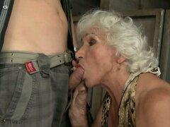 Abuela tetona viviendo el sueño de tener sexo con una polla fresca