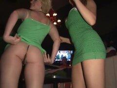 Pornstar loco en caliente pelicula porno de rubias, striptease, le garantizamos que nunca ha disfrutado de un St. Patrick ' s día como este! Las señoras grandes boobed, increíblemente calientes sacudirá sus asnos y podrían incluso conseguir a St Patrick m