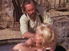 Impresionante Retro Stella Rubio Steves toma un baño totalmente desnudo