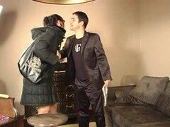 Alto nena Goth follada por el culo y facialized, alto y muy follable puta Goth obtiene metida en el culo y recibe una gran facial en este video anal fetiche.