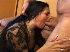 Voluptuosa Latina Tiana madura seduce a su hombre para sexo apasionado - Tiana Rose, Herschel Savage