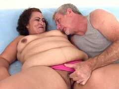 Mujer gorda toma polla gorda
