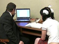 Marina la chica de la escuela rusa cachonda es follada por su profesor