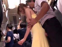 Milf asiática golpeado en público