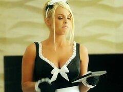 Criada tetona que Jesse Jane clavada en la cocina y facialed. Gran titted blondie maid Jesse Jane disfrutaron recibiendo su coño clavado por su maestro en la cocina y facialed