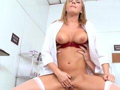 Porno enfermera Bree Olson folla con Mark Ashley