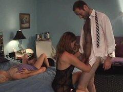 Duo de chicas sucios arreglos para una acción excepcional cuarteto de sexo