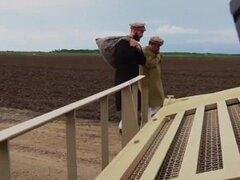 TOUR de BOOTY - soldados americanos comercio cabra para algunos coño dulce Árabe