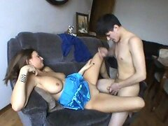 Caliente sexo con tetona adolescente jovencita Galla en un alocado video casero
