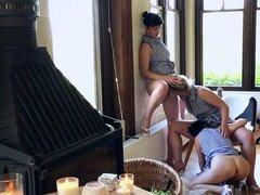 Chicas peludas calientes intente lamer y rimming en orgía