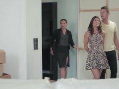 Silvia Lauren se unió a la pareja en el sofá para un trío, cuando Silvia volvió, se detuvo en la puerta y regalaban sus ojos en Nick y Julia consigue caliente y pesado en el sofá. Ella se zambulló en la mezcla, unirse a la lujuriosa pareja en el sofá.
