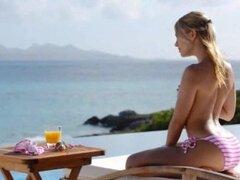 rubia chica Leila desnuda al sol