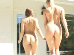 Chicas de yoga dejar su entrenamiento y tienen chica en sexo chica - Heather Starlet, Dani Daniels