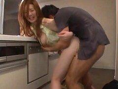 Caliente pareja Japonesa sexy teniendo sexo hardcore fuerte en baño publico