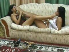 Intensos soles olfateando entre 2 lesbianas brasileño junior, apasionadas lesbianas brasileña morenas junior profundo y codiciarla olfateando los demás caliente apestosos soles (brasileiro solas dos p s cheirando)! ¡Dedicado a mi mejor amiga lesbiana naz