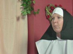 Alemán MILF monjas follar por el Pastor en la iglesia