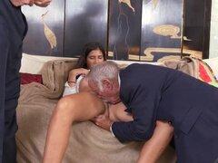 Victoria Valencia follada duro por dos abuelitas