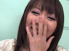 Impresionante chica asiática le gusta complacer a su coño con juguetes sexuales