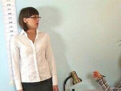 Lamentable entrevista de trabajo para secretaria joven
