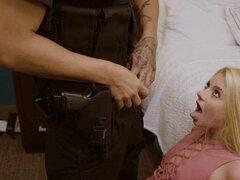 Escort rubia roto y follada por la policía. Escort rubia roto y follada por la policía
