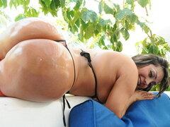 Gran culo de Latina para jugar y follar..., has visto un culo enorme antes. Bien esta es tu oportunidad. Sandra es una mujer colombiana sexy, un culo enorme y un gran conjunto de tetas. BrickDanger no podía esperar para conseguir sus manos en ella. Una ve