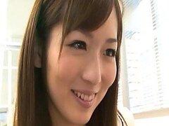 Yuu Asakura es una caliente Asiatica de oficina la cual sabe bien como dar una mamada