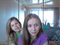 Adolescentes lesbianas con cuerpo apretados stripping. Adolescentes lesbianas con cuerpo apretados desmontaje en webcam