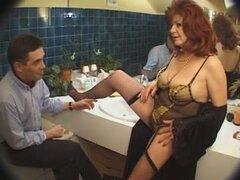 Putas francesas maduras seducen los hombres con sus coños, madura francesa putas seduciendo a hombres más jóvenes con grandes pollas con sus calientes tetas caídas, sexy cuerpos gruesos y culos dulces.
