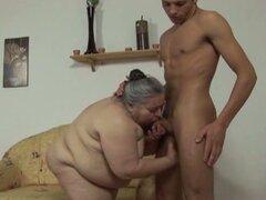 Loco golpear apagado consigue anciana gorda chupar y follar