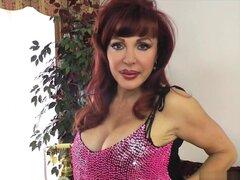 Sexy Vanessa en juego juguete rosa caliente. Estoy aquí hoy y amante muy cachonda. Estoy aquí en la Florida bella, soleada, mira en lo que llevo, un top rosa caliente y tacones que empareja. Te gusta mi corta mini falda y medias negras. Apuesto a que hace