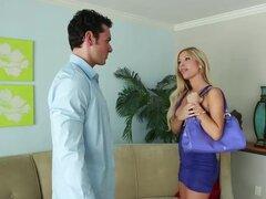Tasha reinado Ryan Driller en mi esposa tiro amigo, Ryan está de moda para el amigo de su esposa Tasha Reign, tanto es así que el día después de la fiesta es jerkin' que sus fotos sexy. Pero Tasha le cuando ella demuestra para arriba en su casa a su carte