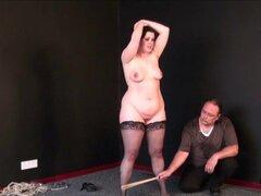 Pies de masoquistas gordas azotes y arranque lamiendo la humillación en el sádico bbw bdsm sesiones de esclava amateur Emma
