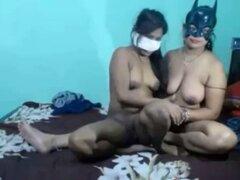 Desi India trío Webcam lesbianas caseras. Desi India trío Webcam lesbianas caseras