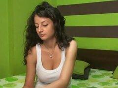 Princesa latina webcam stripping, esta Latina babe le encanta bromear. Ella tomó su ropa cachonda y se quedó sólo en sus bragas sexy en este video de webcam. Sus grandes pechos naturales ven realmente buen gusto desnudo.