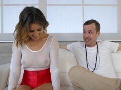 Curvy girl en shorts rojos de discoteca folla a un tio pollón - Jessy Jones, Bea Wolf