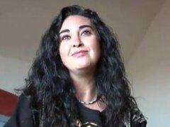 Mujer española morena madura trío