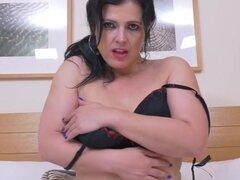 milf española sexy en medias