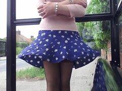 rosa y azul viento poco la falda y las medias,