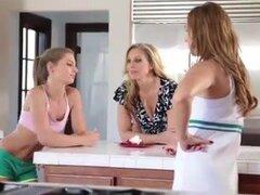 Lesbiana trío después de tenis
