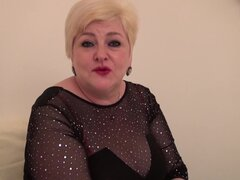 Abuela gorda en Panti haciendo un striptease sexy para ti - Caralee