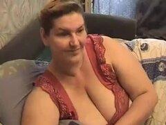 Amateur granny sexy muestra sus grandes pechos sexy en webcam, grandes pechos amateurs como esta nena son realmente algo y simplemente muestra esta chica madura en webcam con sus golosinas.