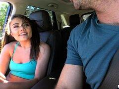 Adria trabajó en hardcore más o menos en el porno de coches - Adria
