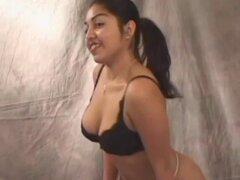 Chochos de frotamiento babe peluda mexicana. Chica mexicana de Latina frotando su coño peludo a sí misma