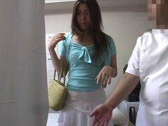 Japonesa masaje video porno protagonizado por una chica fresca usando ropa interior blanca, una muchacha quiere un masaje relajante y recibe junto con masajes eróticos. Sus tetas frota y aprieta, su coño se dedos y ella es orgásmica.