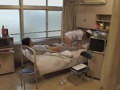 Nerdy japonés obtiene su culo en sexo japonesa video, nerd y muy hermosa enfermera japonesa obtiene su posterior grande cubierto en después algunos correcto japonés hardcore follando a su paciente le dieron y se ve muy caliente y cachonda.